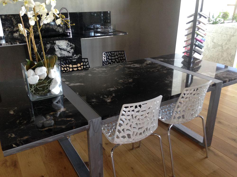 <span>PMG Concept</span> est une entreprise spécialisée dans la <span>fabrication sur-mesure</span> de vos <span>marbreries décoratives</span>